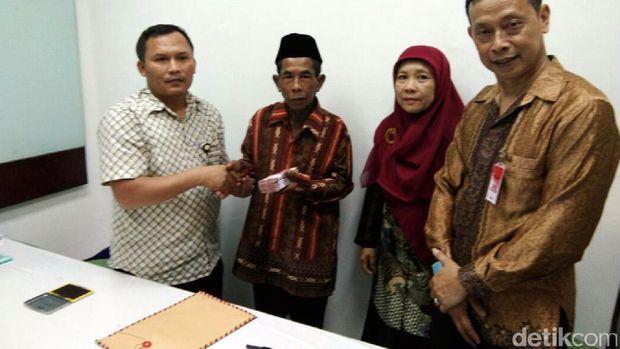 Presiden Jokowi Beri Bantuan untuk Aksi Sosial Polisi Baik Mbah Diro