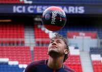 Neymar bergabung ke PSG.