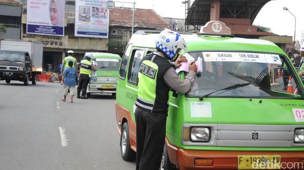 Ngetem Sembarangan hingga Tak Ada STNK, 300 Angkot di Bogor Dirazia