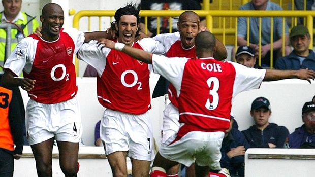 Arsenal punya bintang-bintang top seperti Robert Pires, Thierry Henry, Ashley Cole, dan Patrick Vieira.