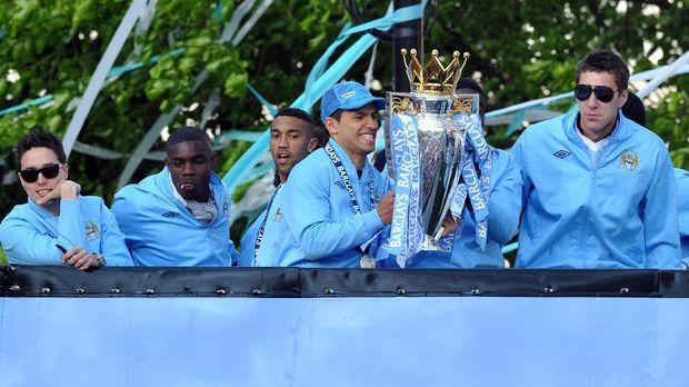 Sergio Aguero jadi penentu titel juara Liga Primer Inggris untuk Manchester City lewat golnya di detik-detik terakhir.