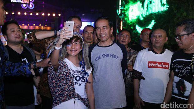 Jokowi selfie bareng penonton