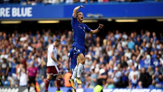 David Luiz membuka asa Chelsea untuk menyamakan kedudukan atas Burnley.