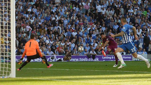 Sergio Aguero mencetak gol pembuka kemenangan Manchester City atas Brighton and Holve Albion.
