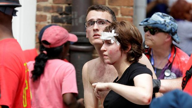 Bentrok di Charlottesville membuat tiga meninggal dan 19 luka.