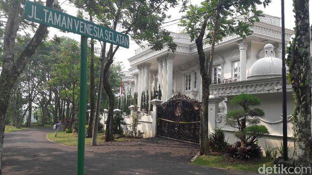 Foto: Kediaman Bos First Travel, Rumah atau Istana Nih?