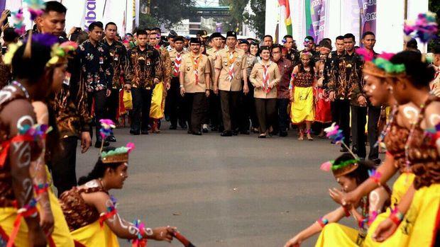 Saat Pramuka Unjuk Kebolehan dan Selfie Bareng Kak Jokowi