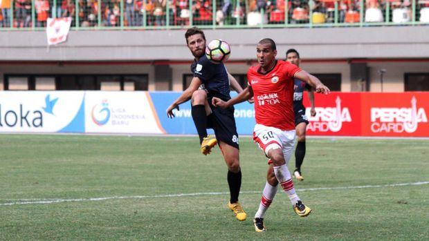 Bruno Lopes (kanan) menjadi bagian Persija Jakarta musim lalu.