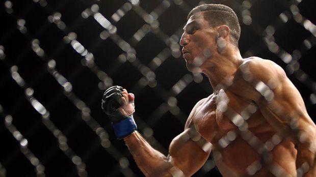 Petarung UFC, Nordine Taleb, jadi pengawal pribadi baru Neymar. (