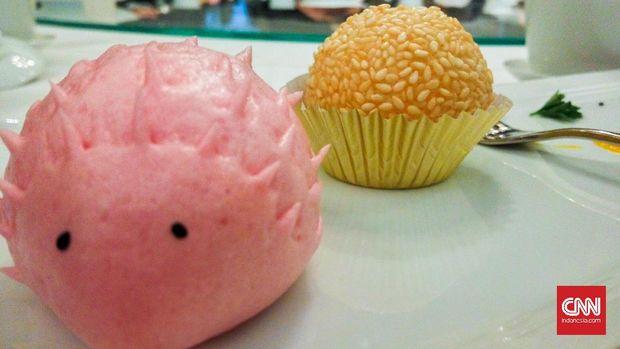 landak pink dan kue onde