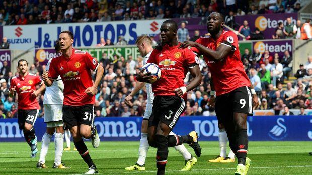 Eric Bailly usai mencetak gol untuk keunggulan 1-0 MU atas Swansea City.
