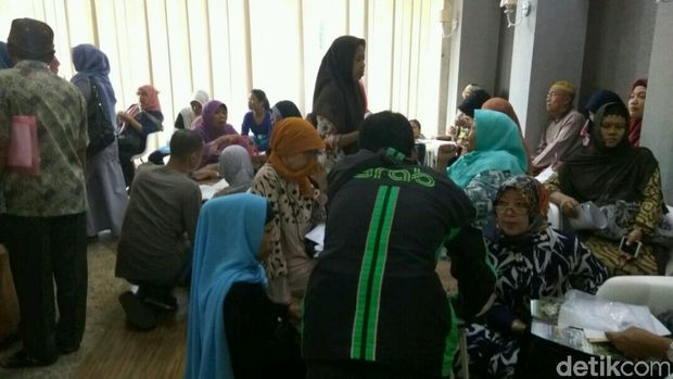 Para korban dugaan penipuan First Travel melapor ke Bareskrim Polri, Senin (21/8/2017)