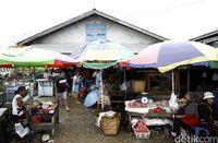 Di Pasar Ini Bisa Bayar Pakai Rupiah & Ringgit