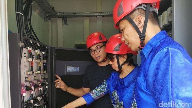 Jajaran petinggi XL ketika mengunjungi BTS di Sabang, Aceh.