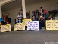Warga Tolak Aktivitas Tambang Pasir Besi di Tegalbuleud Sukabumi