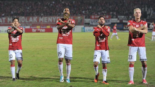 Bali United sama-sama mengemas 68 poin dengan Bhayangkara FC. Namun, Bhayangkara unggul head to head.