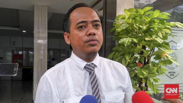 Pelapor Muannas Alaidid menyambangi Ditreskrimsus Polda Metro Jaya untuk diperiksa terkait laporannya tehadap ujaran kebencian yang dilakukan Jonru Ginting.