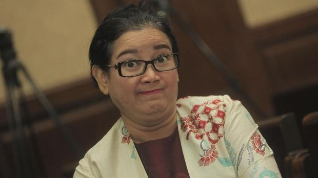 Terdakwa kasus dugaan pemberian keterangan palsu dalam sidang kasus KTP Elektronik Miryam S Haryani menunggu dimulainya sidang lanjutan di Pengadilan Tipikor, Jakarta Pusat, Senin (4/9).