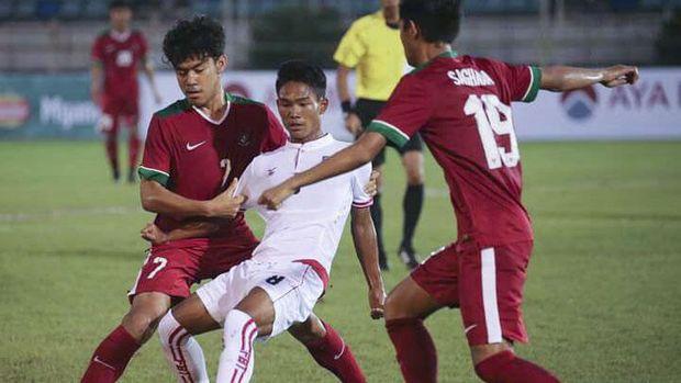 Permainan Timnas Indonesia U-19 sedikit di atas Vietnam pada awal babak pertama ini.
