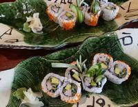 Meracik <i>California Roll</i>, Sushi Fusion Paling Top Buatan Chef Itoph