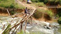 Perjalanan menuju Desa Suruh Tembawang.