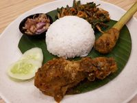 Rempah Bali: Gurih Pedas Gurame Bakar Jimbaran dan Nasi Berlauk Ayam Betutu