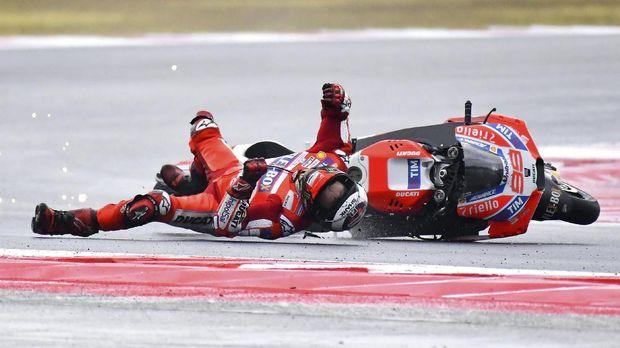 Jorge Lorenzo mengalami kecelakaan di latihan bebas pertama.