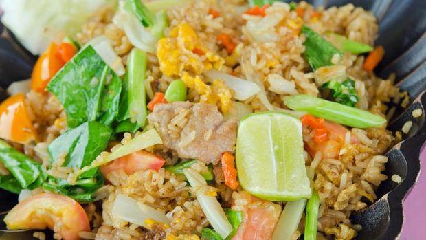 Siang Ini Enaknya Makan Nasi Goreng Tom Yam Khas Thailand di 5 Tempat Ini