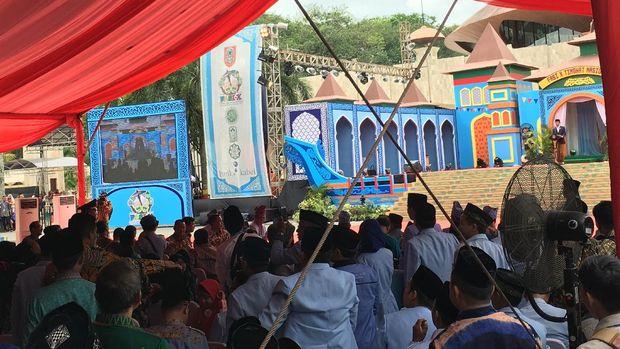 Jokowi di Festival Anak Saleh Banjarmasin