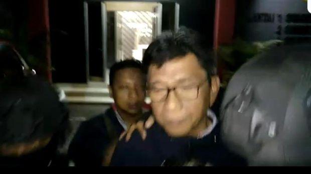 Eddy ditangkap bersama 4 orang lainnya termasuk Kepala ULP Pemkot Batu dan pihak rekanan.