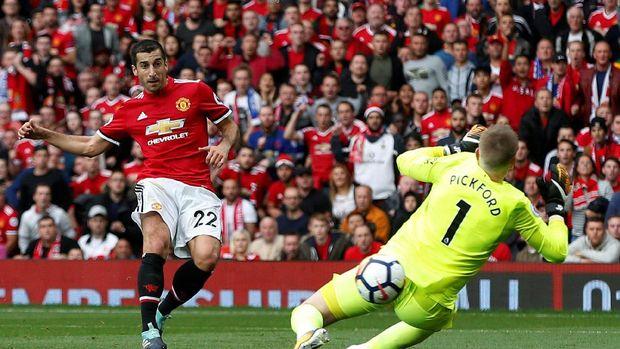 Henrikh Mkhitaryan kehilangan tempat utama di musim keduanya bersama Manchester United.
