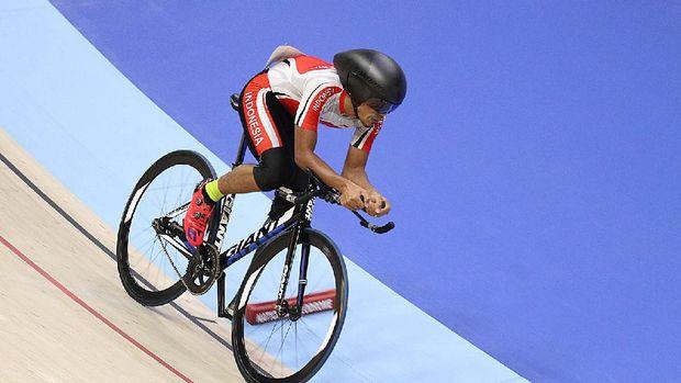 M. Fadli saat tampil di nomor 4000m paracycling di Velodrome Nasional Malaysia, Minggu (17/9/2017).