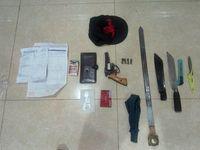 polisi menyita barang bukti 1 pucuk senpi rakitan, 8 butir peluru, 3 buah senjata tajam, dan 1 unit mobil Toyota Camry