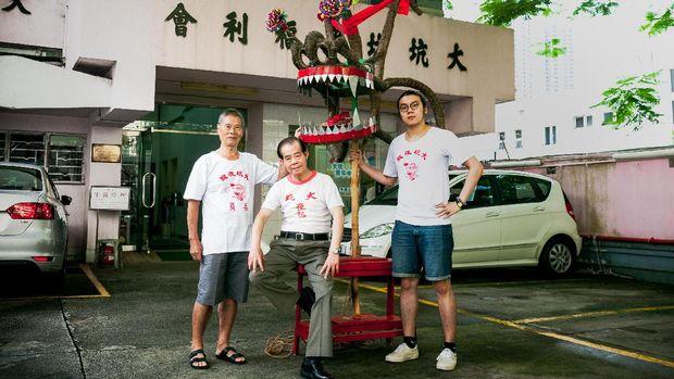 Para penampil tarian naga api (dok Hong Kong Tourism Board)
