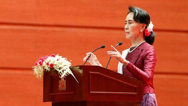 Pemimpin de fakto Myanmar Aung San Suu Kyi mendapat kecaman luas karena tidak bertindak soal krisis Rohingya