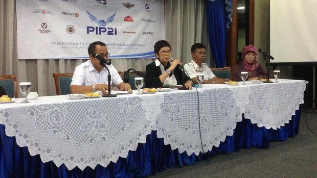 PiP21 mengusulkan agar pilot pemula melakukani peningkatan  pengetahuan dan kemampuan pilot hingga perubahan masa usia pensiun pilot.