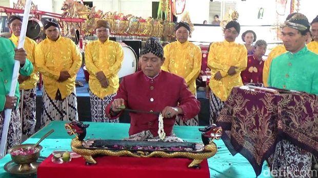 Melihat Ritual 1 Suro Jamasan Keris Milik Bupati Purworejo