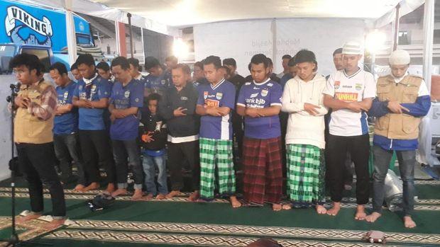 Mobile Masjid untuk Bobotoh: Nonton Sepakbola Jalan, Ibadah Tak Ketinggalan