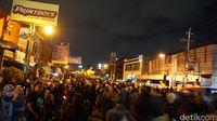 Saat Ribuan Orang Berkeliling Komplek Keraton Yogya
