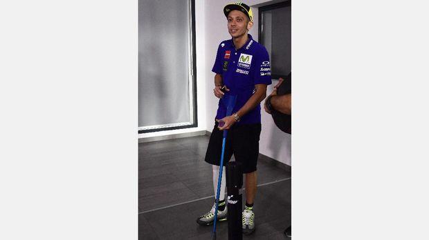 Selain motor yang tak selalu kompetitif, dua momen cedera jadi penghambat Rossi musim ini.