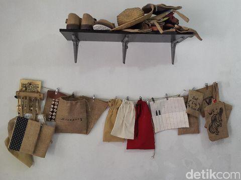 Unik, Sepatu dan Tas Ramah Lingkungan Ini Terbuat dari Karung Goni