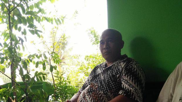 Ketua RW 10, Catur Nur Setiyadi (53), mengatakan rumah itu dikontrak oleh Aris Wahyudi warga Jakarta Timur.