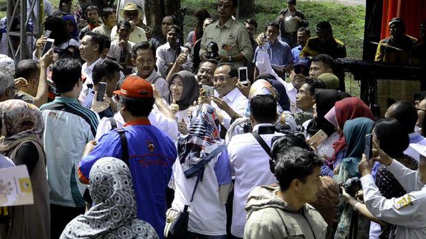Menteri Siti dan Menteri Budi Karya Berjoget Bersama Warga Pemalang