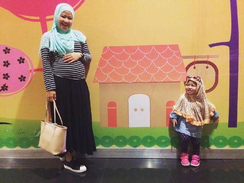 Amel dan putrinya