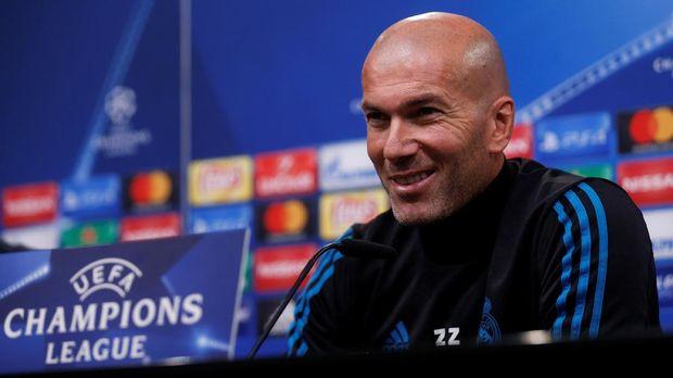 Raphael Varane memuji Zinedine Zidane setinggi langit. (
