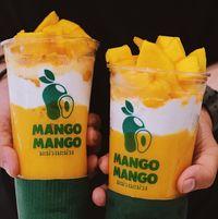 Mango Mango yang dibuat dengan jus mangga dan whipped cream.