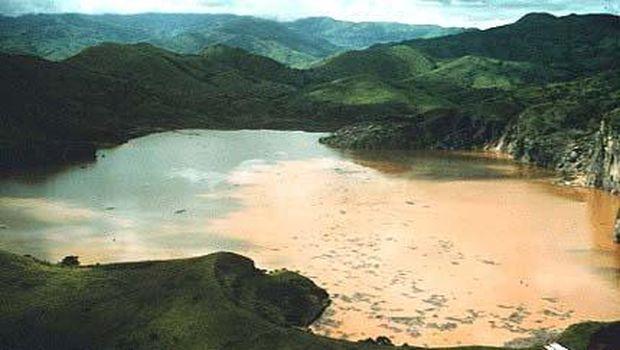 Danau Nyos di Kamerun dipercaya membawa sial (geo.arizona.edu)