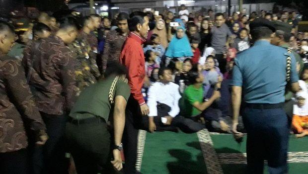 Jokowi menonton film Pengkhianatan G30S/PKI di Makorem Bogor.