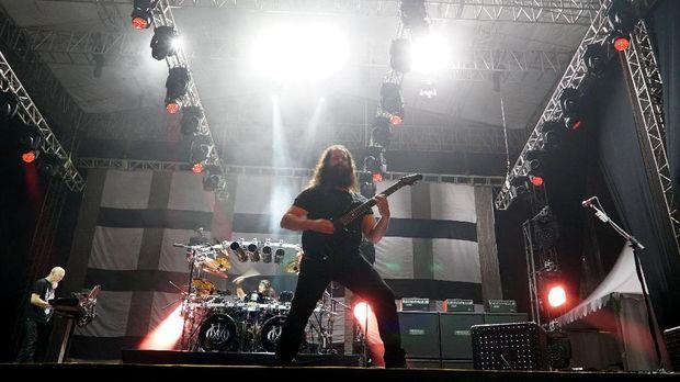 Dream Theater akhirnya batal tampil di Candi Prambanan.