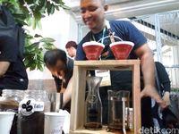 Saat Pasar Gede Solo Jadi Kedai Kopi Dadakan Sajikan 5000 Gelas Kopi